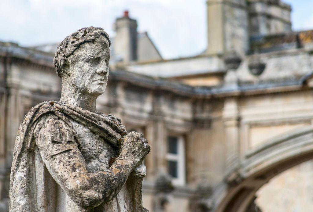 Почему древние римляне запрещали рабам учить историю
